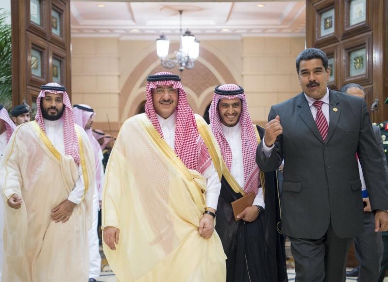 استقبال الملك لرئيس فنزويلا1