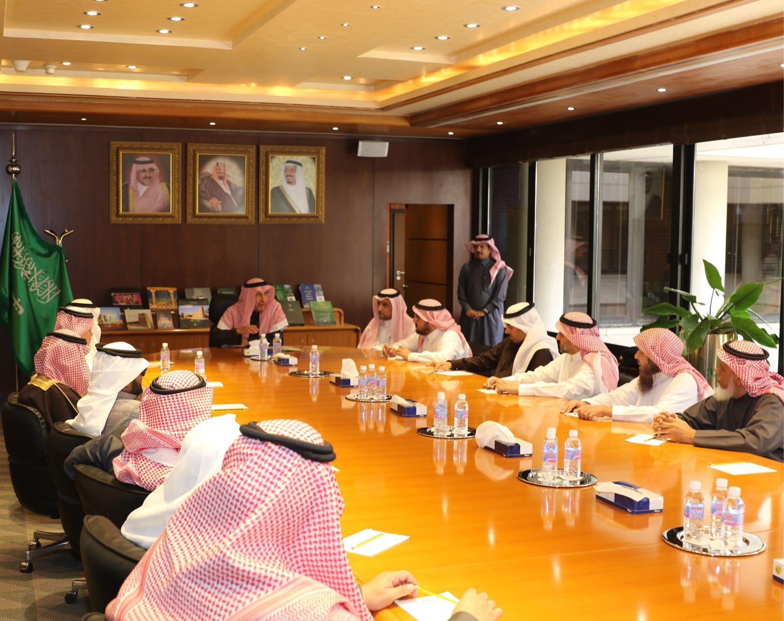 استقبل المهندس إبراهيم بن محمد السلطان، أمين منطقة الرياض، بمكتبه بالأمانة (1)