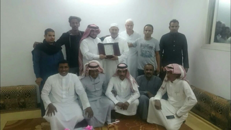استقبل مجموعة من المواطنين في محافظة جدة معلمهم 1