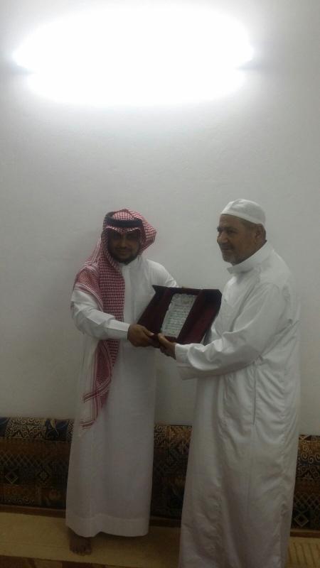 استقبل مجموعة من المواطنين في محافظة جدة معلمهم 2
