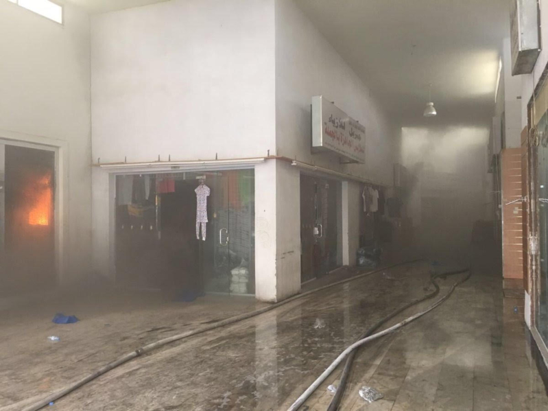 استمرار مكافحة حريق سوق جي مارت (1)
