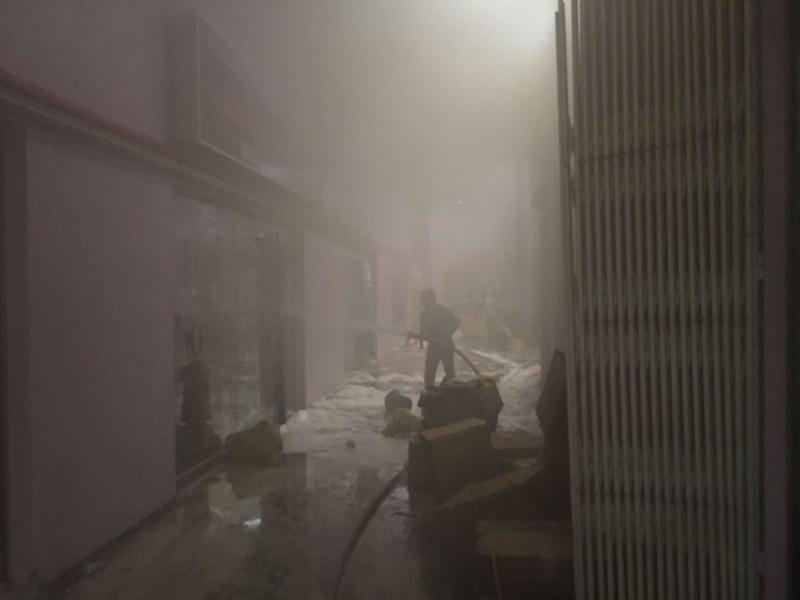 استمرار مكافحة حريق سوق جي مارت (68105773) 
