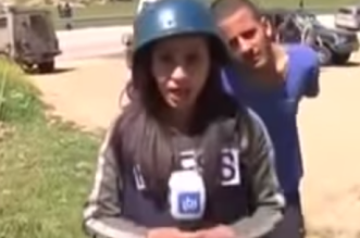 بالفيديو.. إسرائيلي يستفز مراسلة فلسطينية على الهواء.. وكان ردها مفاجئًا - المواطن