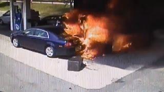 اشتعال النار بمحطة وقود.. ورجل يتدخل لإنقاذ آخر عالق بسيارته