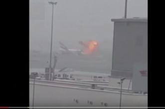 شاهد.. لحظة اِشتعال النيران في الطائرة الإماراتية بعد هبوطها بمطار دبي - المواطن