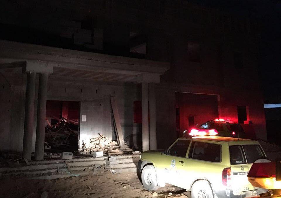 اصابة أربع عمال في انهيار سطح مسجد بـتبوك (2)