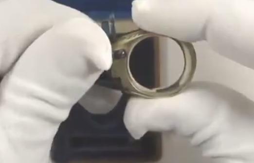 اصغر مسدس بالعالم شكل خاتم