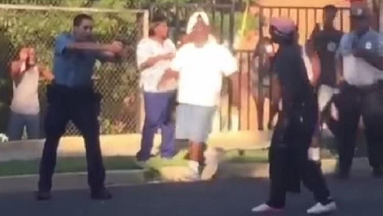 اطلاق النار على شابة سوداء
