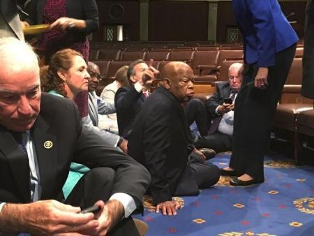 اعتصام للديمقراطيين في مجلس النواب الأمريكي للحد من استخدام السلاح