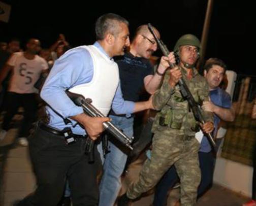 اعتقال نحو 100 عسكري في قاعدة جوية بديار بكر جنوب شرق تركيا انقلاب تركيا