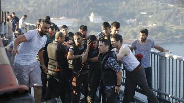 اعتقال-3-آلاف-عسكري-انقلابي-بينهم-جنرالات-انقلاب-تركيا