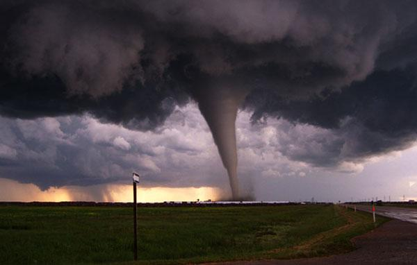 من أندرو إلى كاترينا إلى ساندي.. كيف تحمل العواصف أسماء بشرية؟!