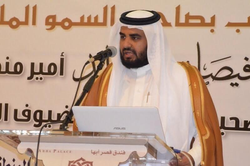 اعلامي ينزع بشته ويلبسه شاعر سوري 3