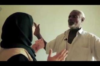 """شاهد.. مسن يمني فرحًا بعودة الإبصار إليه: """"لن أشحذ بعد اليوم.. سأشتغل"""" - المواطن"""