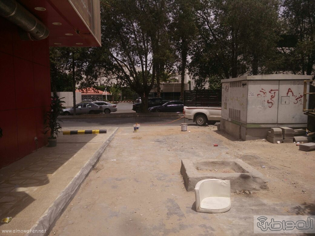 اغلاق شارعين بحي الروضة بجدة (14)