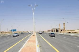 المرور يحذر من القيادة على أكتاف الطريق أو الأرصفة - المواطن