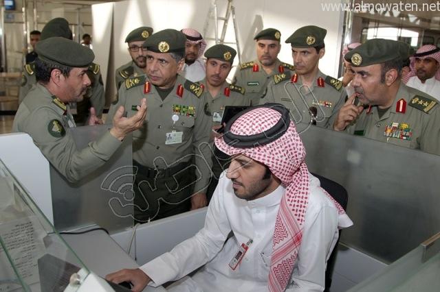 شاهد بالصور .. اللواء سليمان اليحيى  يدشن الصالة الجديدة بجوازات #مطار_الملك_خالد