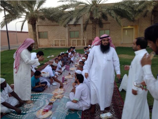 التأهيل الشامل في البكيرية يقيم إفطاراً جماعياً للمقيمين - المواطن
