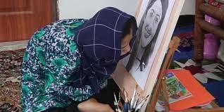 افغانية ترسم بفمها