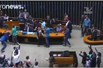بالفيديو.. اقتحام البرلمان البرازيلي احتجاجًا على التقشف - المواطن