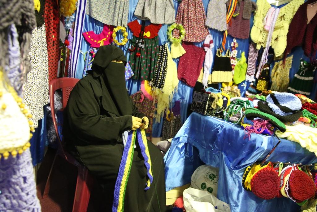 اكبر سوق سعودي للأسر المنتجة بمهرجان الزيتون بالجوف (1)