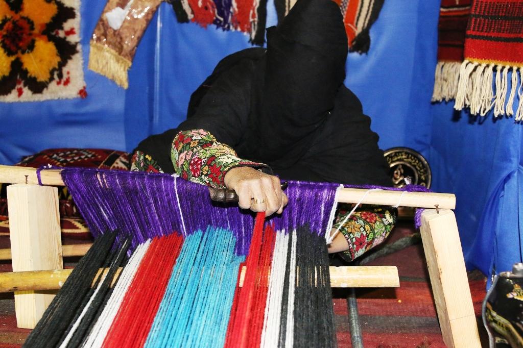 اكبر سوق سعودي للأسر المنتجة بمهرجان الزيتون بالجوف (7)