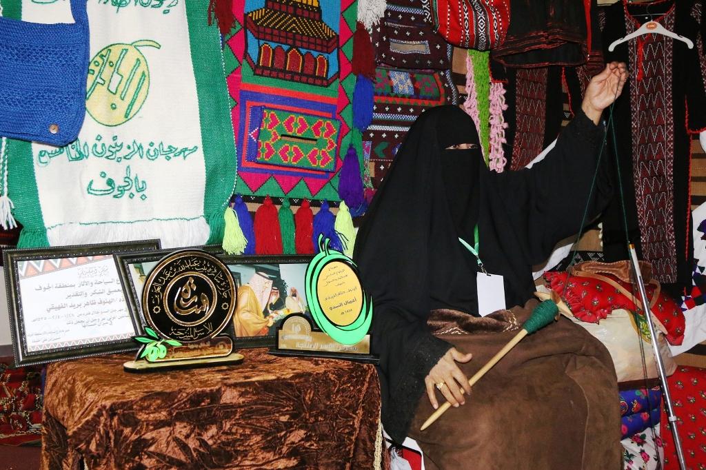 اكبر سوق سعودي للأسر المنتجة بمهرجان الزيتون بالجوف (8)