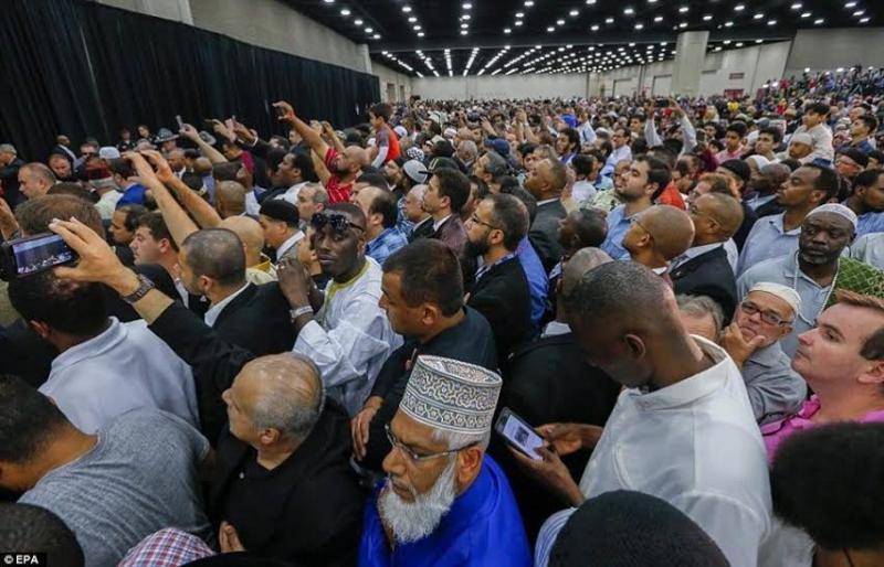 الآلاف يشيعون جنازة محمد علي كلاي على امتداد 30 كيلومتراً (1) 