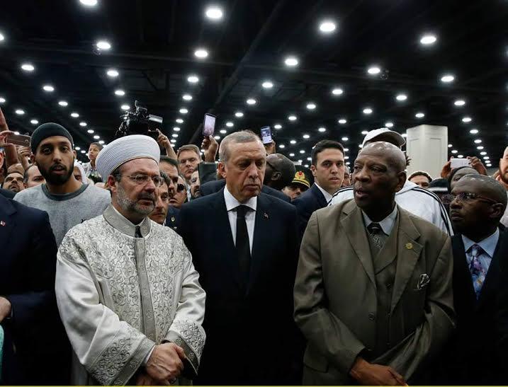 الآلاف يشيعون جنازة محمد علي كلاي على امتداد 30 كيلومتراً (171654877) 