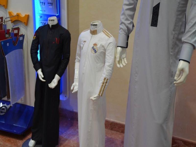 الأسعار تتسبب في ركود حاد بأسواق الملابس الرجالية (491387631) 