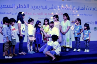 الألعاب النارية وعروض الأطفال تجذب الزوار بعيد الشرقية 37 - المواطن