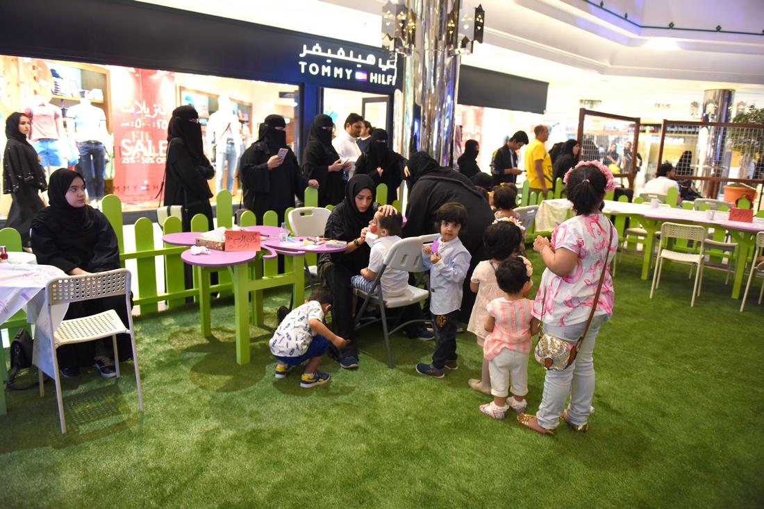 الألعاب النارية وعروض الأطفال تجذب الزوار بعيد الشرقية 37 (7)