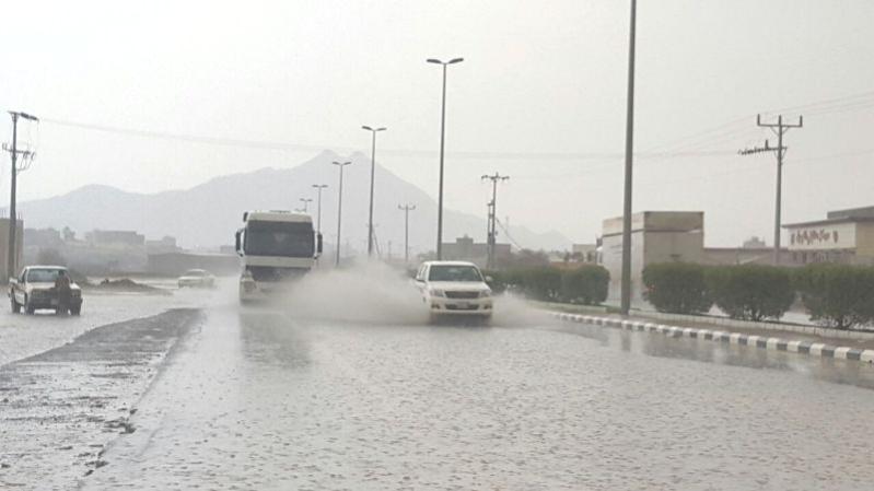 الأمطار على بارق والمجاردة والكهرباء خارج الخدمة (332555246) 