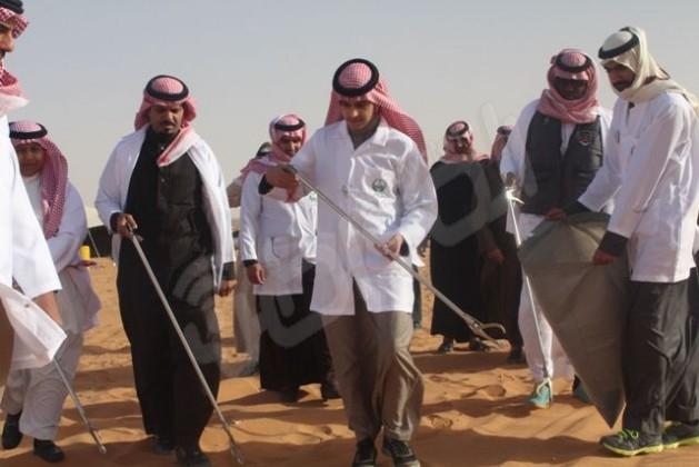 الأمير بندر بن عبدالله يشارك في تنظيف طعوس الثمامة (9)