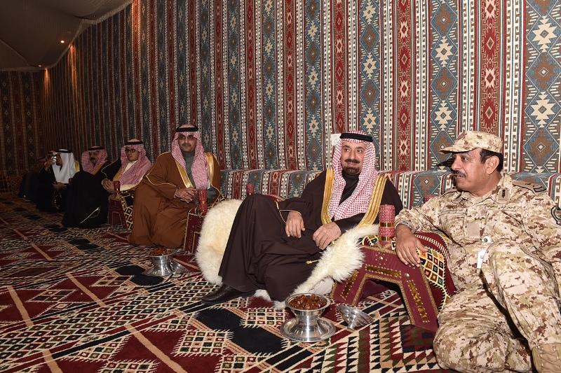 الأمير جلوي يشارك أهالي نجران  الرزفة ويتجول في القرية التراثية بالجنادرية (6)