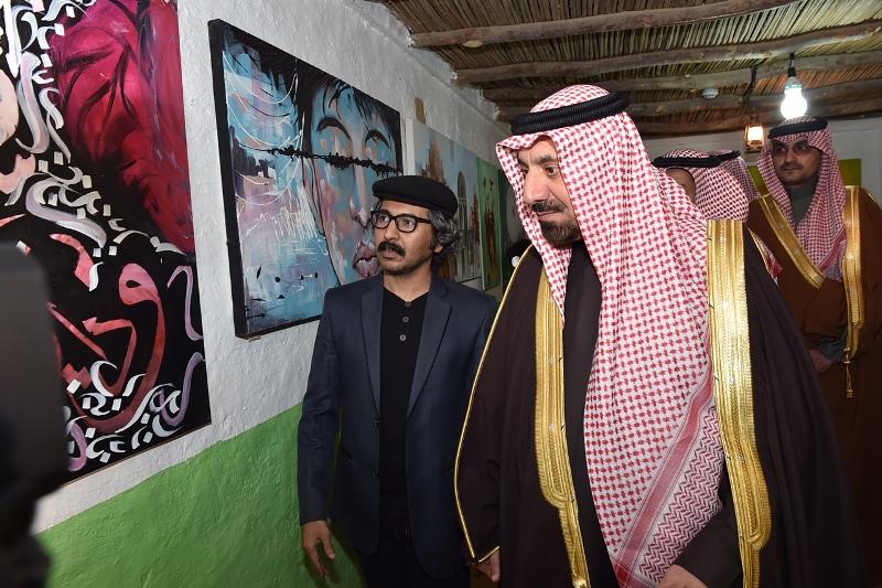الأمير جلوي يشارك أهالي نجران  الرزفة ويتجول في القرية التراثية بالجنادرية (9)