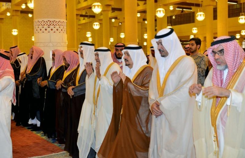 فيصل بن بندر يتقدم المصلين على الأمير عبدالله بن فيصل بن تركي بن جلوي صحيفة المواطن الإلكترونية