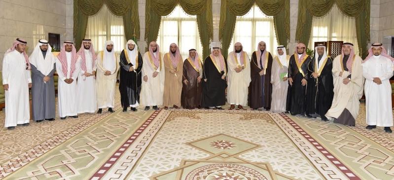 الأمير فيصل بن بندر يستقبل مدير جامعة الأمام المكلف وعميد المعهد العالي للقضاء10