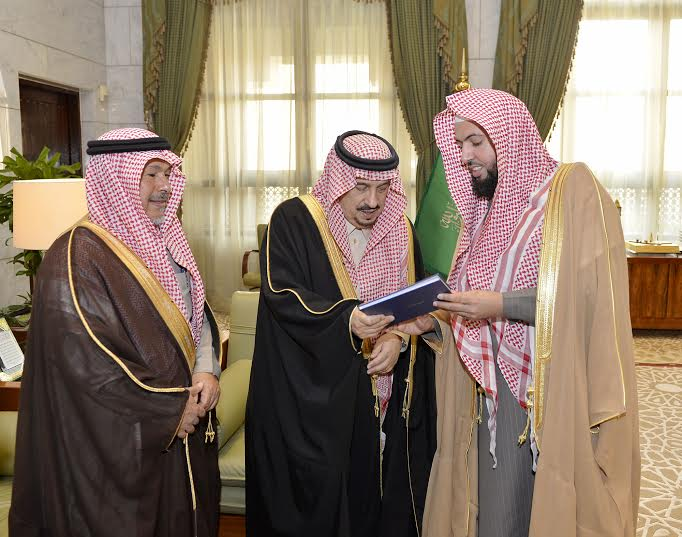 الأمير فيصل بن بندر يستقبل مدير جامعة الأمام المكلف وعميد المعهد العالي للقضاء7