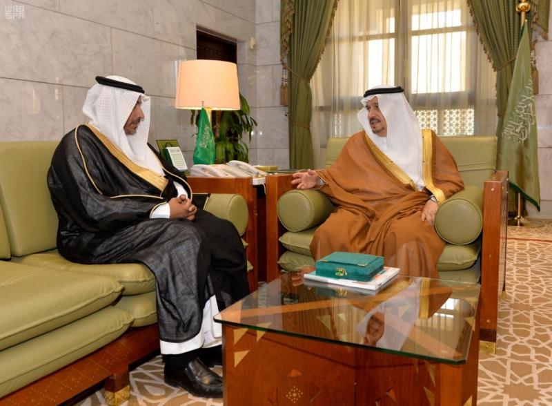 الأمير فيصل بن بندر يستقبل مدير عام التعليم بالرياض 1