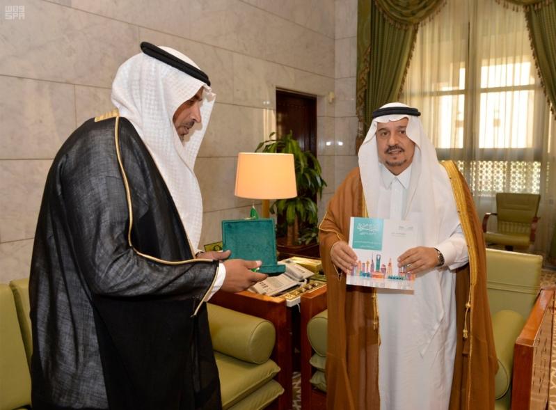 الأمير فيصل بن بندر يستقبل مدير عام التعليم بالرياض 3