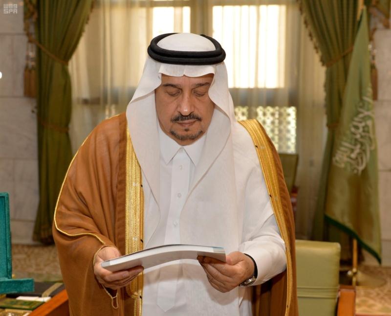 الأمير فيصل بن بندر يستقبل مدير عام التعليم بالرياض