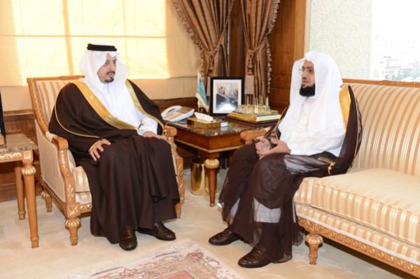 الأمير فيصل بن خالد بن عبدالعزيز أمير منطقة عسير - أمين عام جمعية البر بأبها محمد بن سعيد بن فحاس