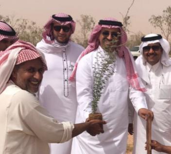 الأمير متعب الفيصل والمهندس العيسى يشاركان في تشجير منتزه سعد الوطني