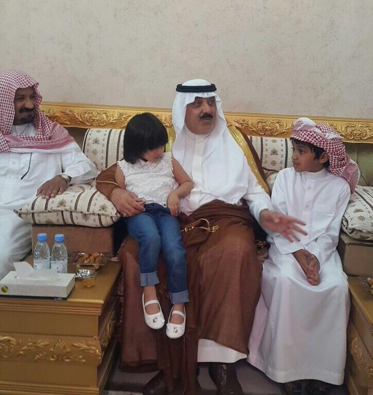 الأمير #متعب_بن_عبدالله يعزّي أسرة الصخابرة (2)