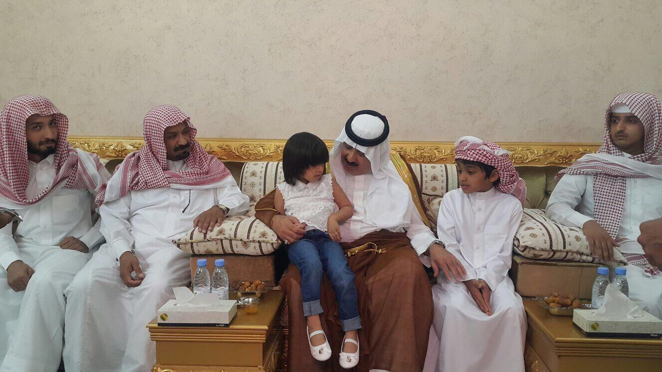 الأمير #متعب_بن_عبدالله يعزّي أسرة الصخابرة (3)