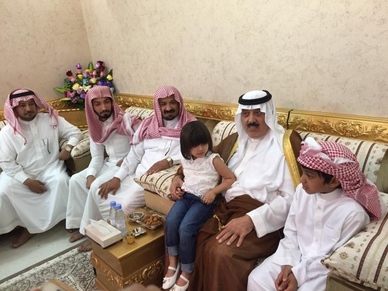 الأمير #متعب_بن_عبدالله يعزّي أسرة الصخابرة (4)