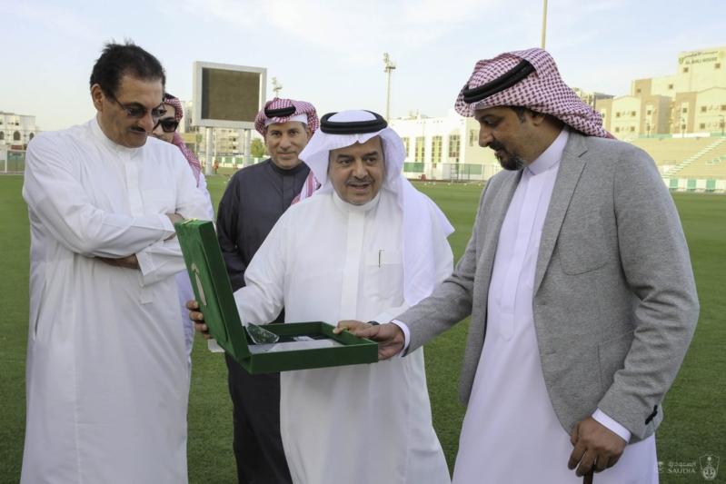 الأهلي يمنح العضوية الشرفية الماسية للأمير منصور بن مشعل - المواطن