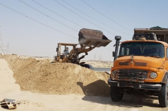 ضبط 5 مخالفين لنظام البيئة ينقلون الرمال ويجرفون التربة - المواطن