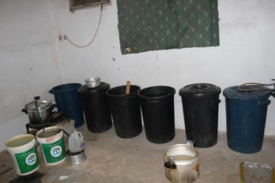 الإطاحة بوافد آسيوي حول سكنه مصنعًا للخمور بـ #الرس